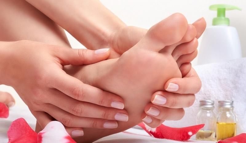 Лечить в домашних условиях трещины на руках и пальцах