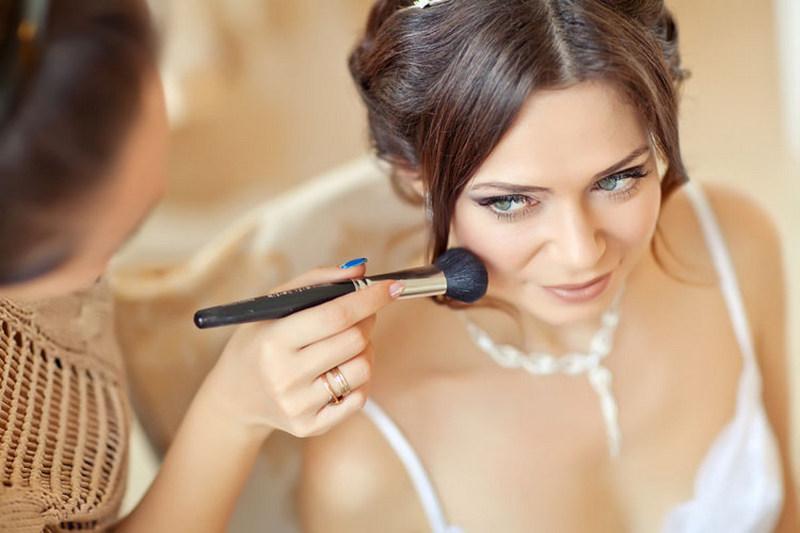 Фото нанесения свадебного макияжа